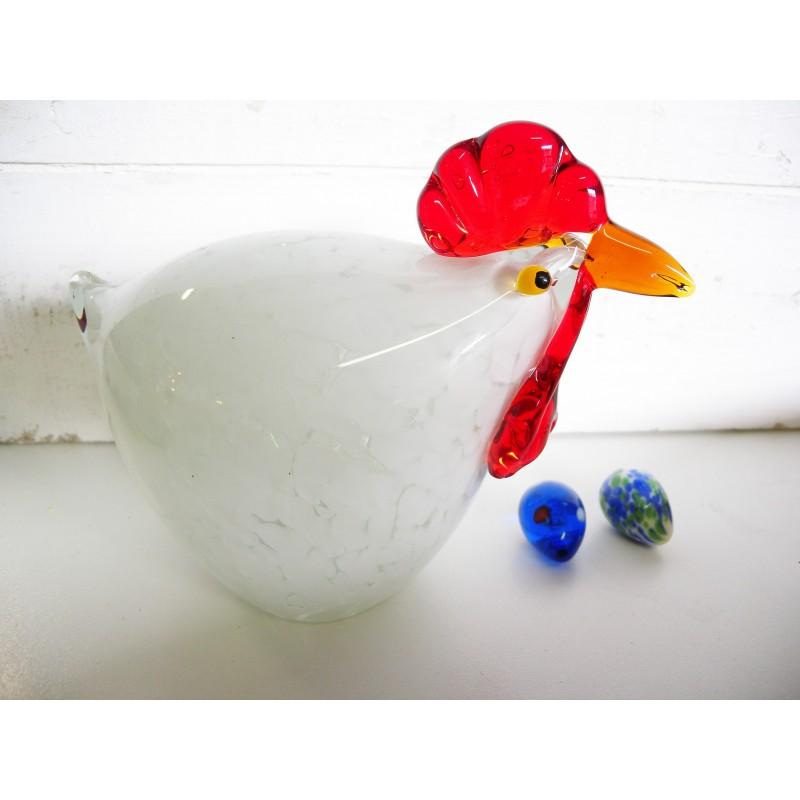 Grosse poule blanche.